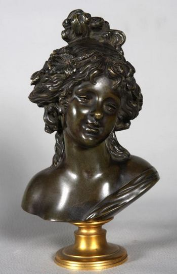 Bust of romantic girl