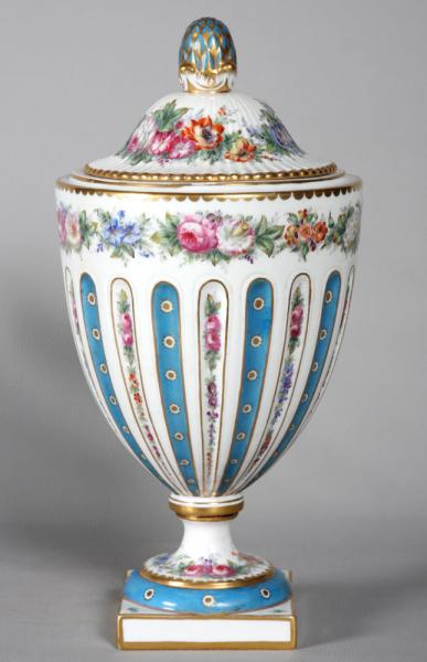 Pot covered vase of Sèvres